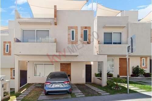 Casa En Venta Cumbres De Juriquilla Queretaro 4 Habitaciones Amueblada Condominio Los Olivos