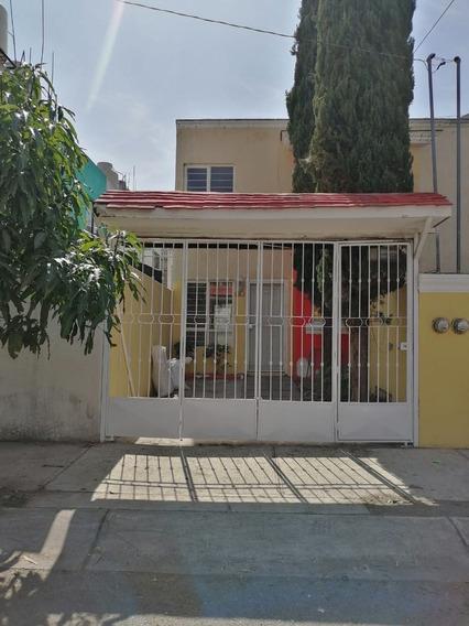 Casa En Venta En Fraccionamiento Rinconadas Del Aire, Zapopa