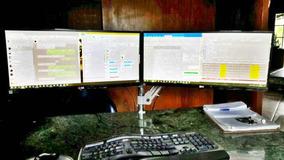 Suporte Articulado Para 2 Monitores De Mesa Com Morsa Usado