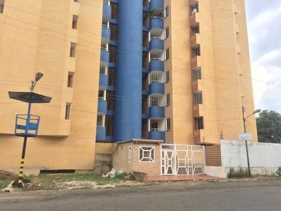 Alquiler Apartamento Semi Amoblado Campo Alegre 20-17459 Mz