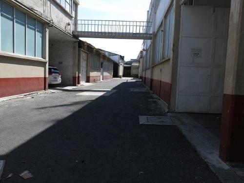 Bodega Comercial · 1000m² · 3 Estacionamientos