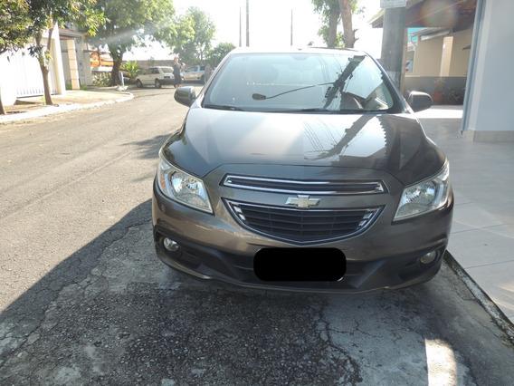 Vendo Carro Modelo Onix Ano 2014, 4 Portas