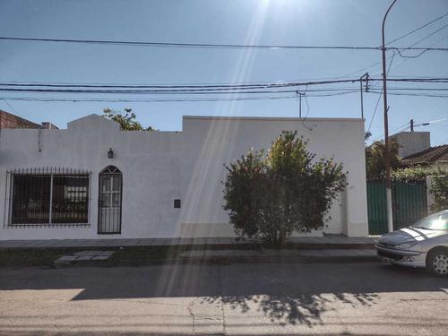 Casa Céntrica Con Local Comercial. San Miguel Del Monte