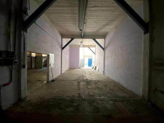 Bodega En Condominio Eje 3 Y Ermita Con Cortina A La Calle