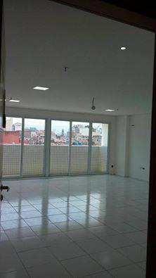 Sala Comercial Com 60 M2, Com Piso Em Porcelanato,wc E Vaga D - A10433