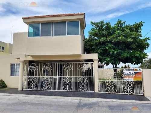 Casa En Venta En Fracc. Villas Laguna, Tampico, Tamaulipas.