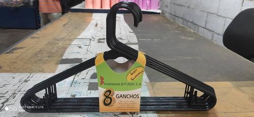 Ganchos De Ropa, Modelo Económico.