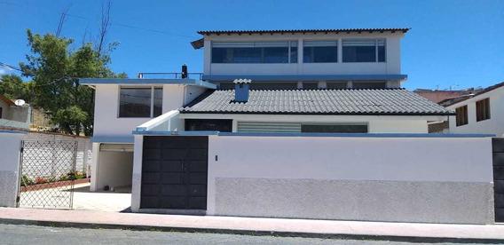 Casa Amplia Con Acabados De Primera Y Local Comercial,.