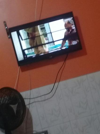 Tv 32 Polegadas LG.Não É Smat, Tem Um Risquinho Na Tela.