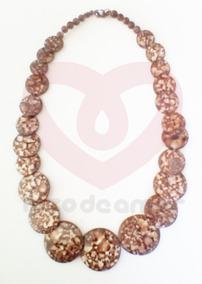 edbd0b3895a4 Collar Con Diseño Marino Conchas De Mar Naturales Moda Playa