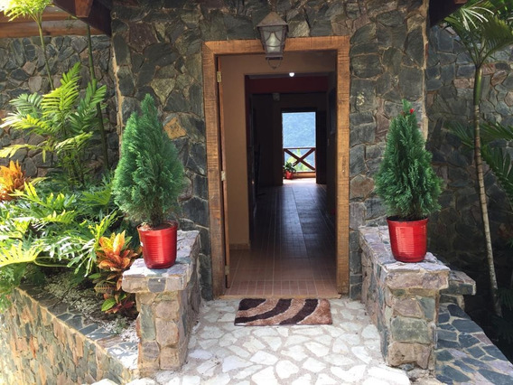 Hermosa Villa En Renta En Jarabacoa