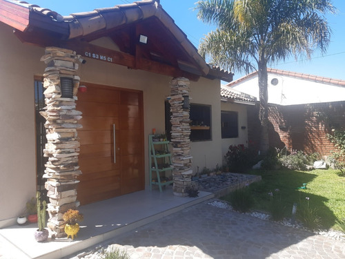 Casa De 4 Ambientes Y 2 Baños
