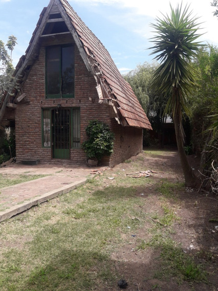8 Entre 656 Y 657. Casa A Refaccionar Con Parque Y Pileta, Sicardi.-