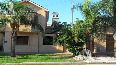 Chalet De 4 Ambientes En 2 Plantas En Muy Buena Zona De Ituzaingo Norte - Todas Las Comodidades