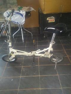 Vende-se Uma Bicicleta Relic Cor Branca Pequena