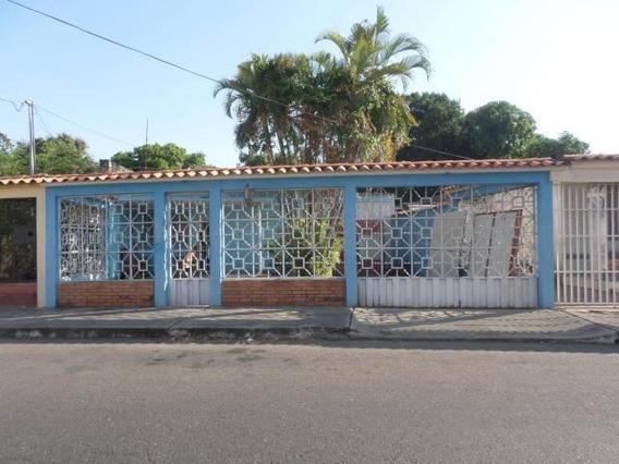Casa En Venta Barquisimeto Oeste 20-8032 Jg