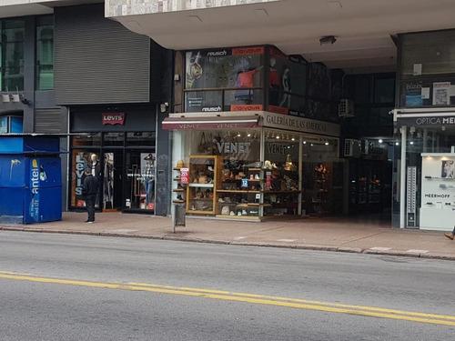 Local Comercial En 18 De Julio Y Yi, Mejor Cuadra Del Centro.