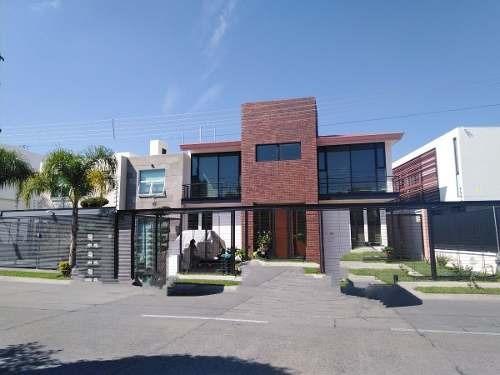 Hermosa Residencia En Venta En Jardín Real Con Excelentes Acabados Guadalajara