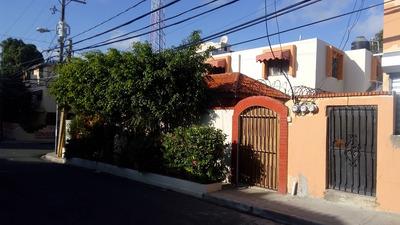 Casa De Esquina En Avenida Independencia