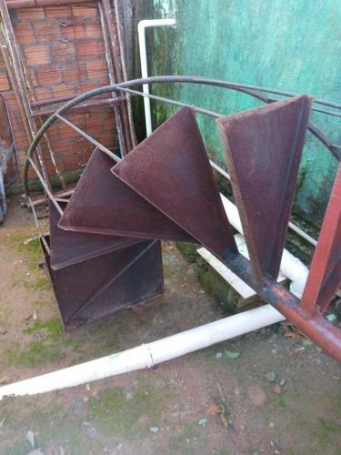Imagem 1 de 5 de Tem Uma Escada Caracol 850 Reais