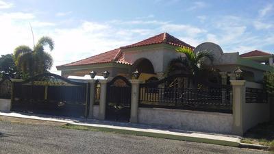 Casa En Jardine 4 Hab, 2.5 Baño, Buena Terminación