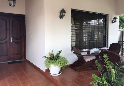 Moderna Y Amplia Casa En Venta, Santiago Rd