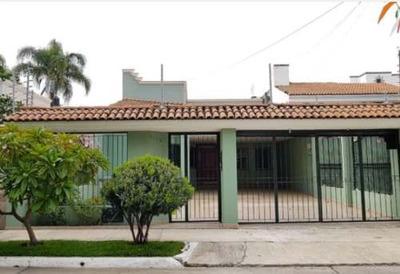 Se Vende Amplia Residencia De 5 Habitaciones En Fraccionamiento Chapalita Occ., Zapopan