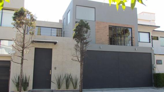 Casa Nueva, Moderna En Calle Cerrada En Lomas Herradura