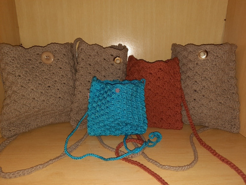 Imagem 1 de 5 de Confecção De Bolsas Em Crochê. Diversos Tamanhos E Cores.