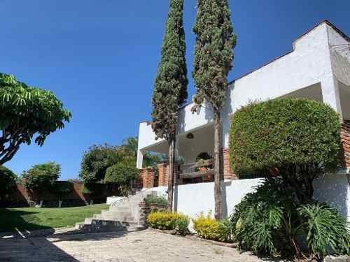 Casa C/ Amplio Jardín Y Alberca, Al Sur