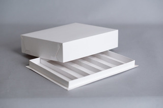 Caja Para Masas 1/2kg C/ 6 Divisiones (4,2cm) 25,5x19,5x6cm (x50 U.) Sushi Saladitos Catering - 014b6 Bauletto