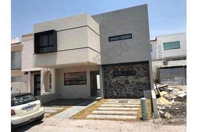 Casa En Venta Nueva, Fracc. Residencial El Refugio, Queretaro
