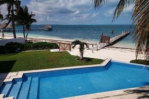 Venta De Una Hermosa Residencia En La Más Prestigiosa Área De La Zona Hotelera De Cancún En El Boulevard Kukulcan A Un Costado Del Hotel Presidente
