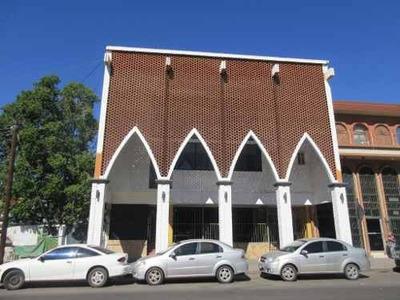 Century 21 Elga Ofrece Excelente Local Comercial En Privilegiada Ubicación.