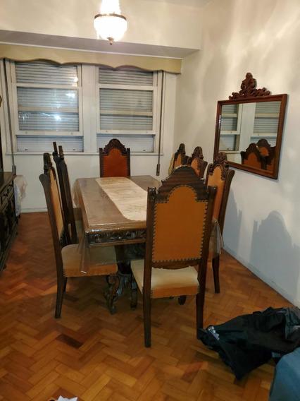 Mesa Com 8 Cadeiras De Madeira