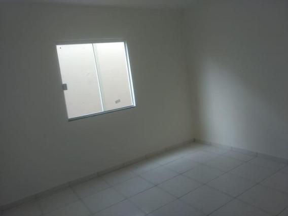 Casa Para Venda Em Porto Real, Centro, 2 Dormitórios - 010027