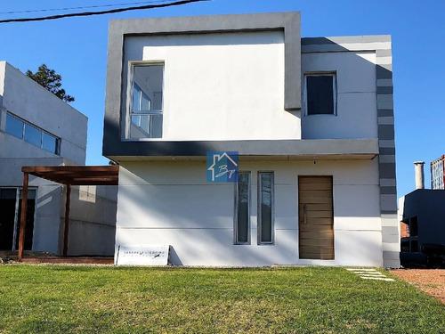 Casa, 2 Dormitorios, 1 Baño + Toilette, Punta Del Este, Venta- Ref: 835