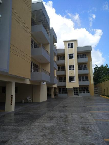 Apartamento Con Terraza En La Zona Oriental
