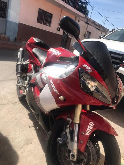 Yamaha R1 Roja