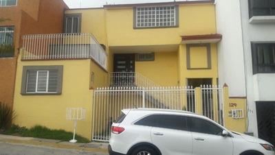 Rento Amplia Casa 3 Recamaras 3 Baños. Vestidor