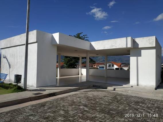 Urb. El Campo, Calle Principal Del Barrio Bolívar.
