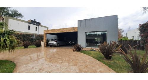 Imagen 1 de 21 de Casa En Venta En Barrio Miraflores