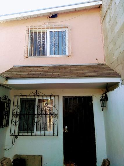 Casa En Renta Semi Amueblada En Col. Roma, Zona Centro En Tijuana