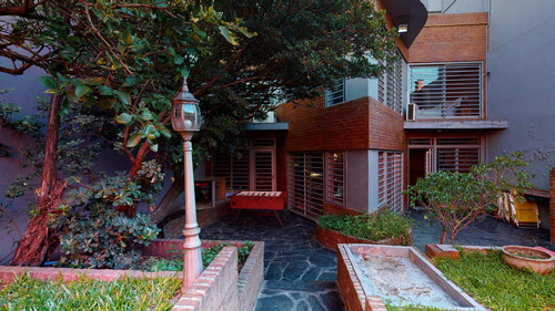 Excelente Casa 5 Ambientes Con Parque En Flores