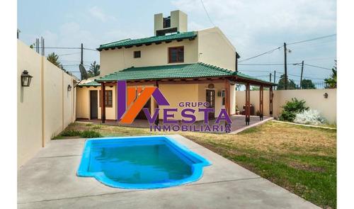 En Venta  - Gran Casa En B° Grand Bourg - 450 M2 De Terreno