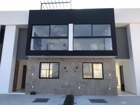 Casa En Venta En Zakia, El Marques, Rah-mx-20-915