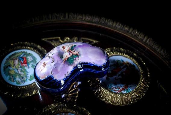 Exquisito Cofre Alhajero colección Viejo Viena