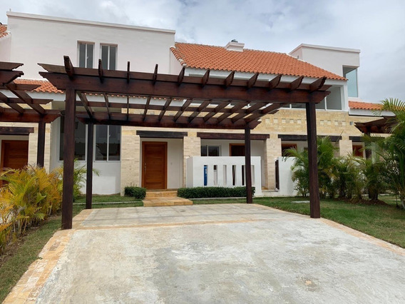 Vendo Villa Playa Nueva Romana A 45 Minutos De Santo Domingo Y 15 De La Romana.