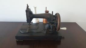 Máquina De Costura Manual - Antiguidade.