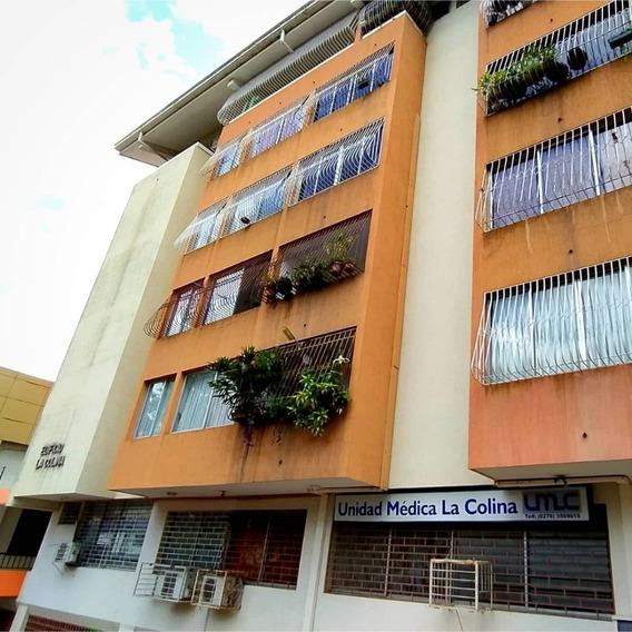 Apartamento En Barrio Obrero Edificio La Colina